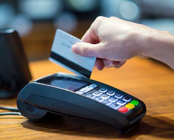 EC Kartenlesegerät im Einsatz