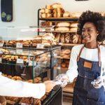 Kartenzahlung in einer Bäckerei